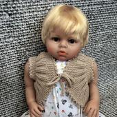 Детский вязаный жилет-болеро