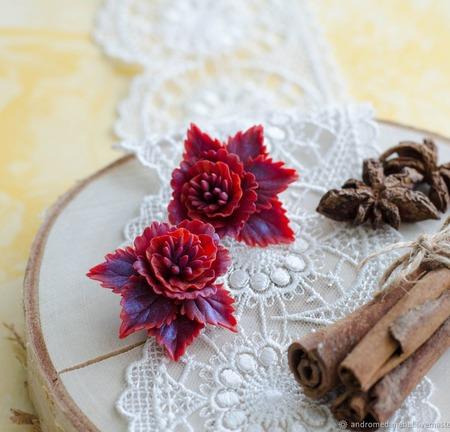"""Клипсы с цветами """"Бордовая хризантема"""" ручной работы на заказ"""