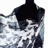 Черно серо белый шарф палантин шёлковый