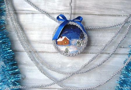 """Новогодний шар """"Домик в лесу"""" вышивка гладью ручной работы на заказ"""
