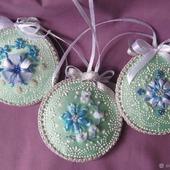 Елочные украшения Нежная мята, вышивка лентами
