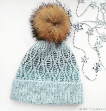 Шапочка зимняя с помпоном ручной работы на заказ