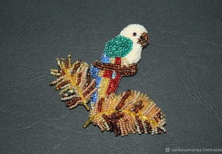 """Брошка птица """"Попугай"""" из бисера ручной работы на заказ"""