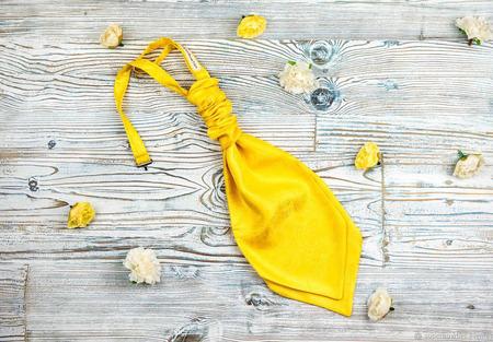 Галстук аскот, пластрон желтый ручной работы на заказ