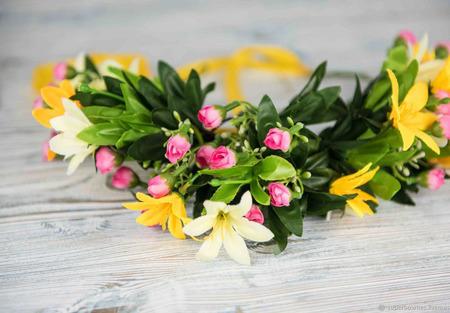 Веночек на голову с желтыми и розовыми цветами ручной работы на заказ