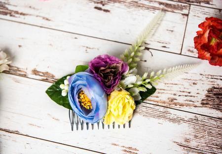 Гребешок с цветами и зеленью ручной работы на заказ