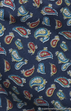 Шейный платок восточные огурцы на синем ручной работы на заказ
