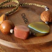 Бусы с агатом и экзотическими орехами «JamBo»