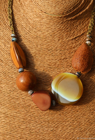Бусы с агатом и экзотическими орехами «JamBo» ручной работы на заказ