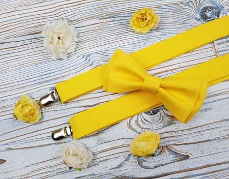 Комплект подтяжки и бабочка жёлтый ручной работы на заказ
