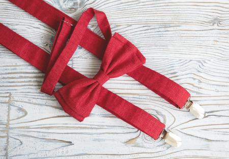 Комплект подтяжки и бабочка красный ручной работы на заказ