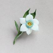 Брошь нарцисс цветок весенний необычный белый с синим
