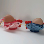 """Вязаные подставочки для пасхальных яиц """"Петушки"""""""
