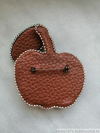 """Брошь """"Спелое яблочко"""" ручной работы на заказ"""