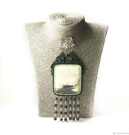 Кулон зеленый сутажный, подвеска украшение из натурального камня Суган ручной работы на заказ