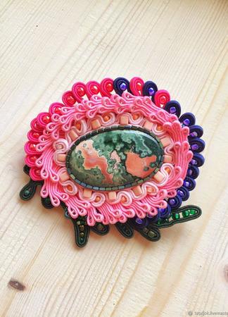 """Брошь розовая сутажная, украшение с натуральным камнем """"Краски лета"""" ручной работы на заказ"""
