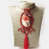 Кулон сутажный из натурального камня бордовый