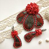 Комплект украшений брошь кулон, серьги, красные с натуральным камнем