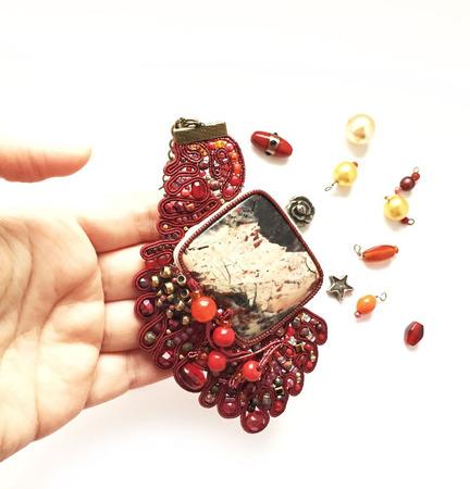 """Кулон сутажный, подвеска украшение из яшмы """"Бордовые ягоды"""" ручной работы на заказ"""