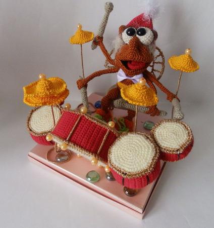 Шмель барабанщик ручной работы на заказ