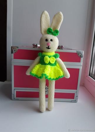 Вязаная игрушка Зайка в платье ручной работы на заказ