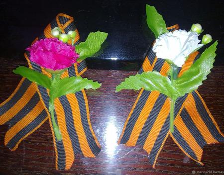 Брошь георгиевская лента  на 9 мая тюльпаны и гвоздики ручной работы на заказ