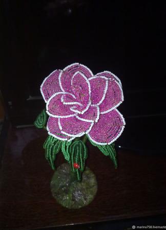 Розы из бисера ручной работы на заказ