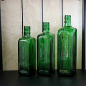 Бутылки стеклянные зеленые без этикеток прямоугольные