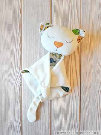 Плюшевый комфортер кошечка Сардинка ручной работы на заказ