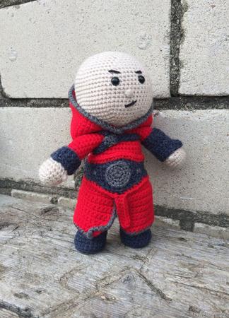 Вязаная игрушка Ассасин в Красном ручной работы на заказ