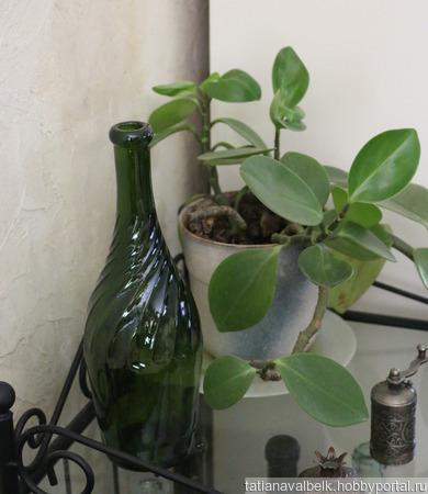 Бутылка стеклянная оливковая спиральные ребра ручной работы на заказ