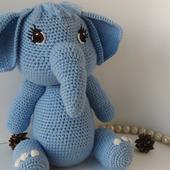 Милая слоняша с очаровательной улыбкой
