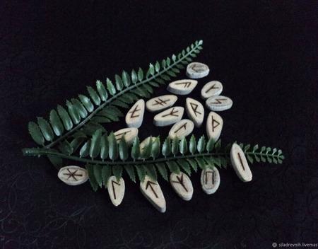 Славянские руны (рог оленя) ручной работы на заказ