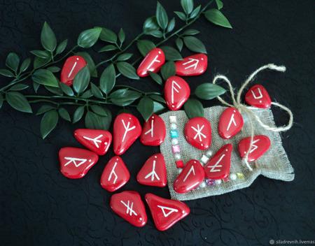 Славянские руны (на камне, красные) ручной работы на заказ