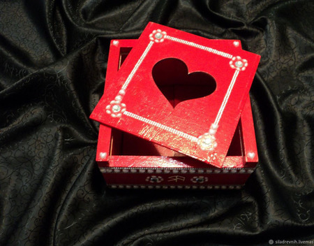 "Шкатулка ""Сердце"" для зарядки амулетов ручной работы на заказ"
