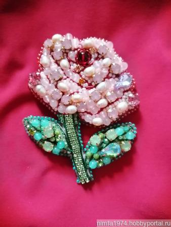 """Брошь """"Роза"""" с натуральными камнями ручной работы на заказ"""