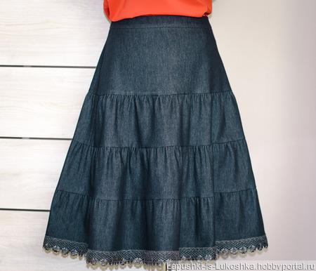 Джинсовая юбка миди многоярусная с кружевом ручной работы на заказ