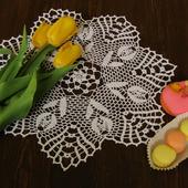 """Салфетка """"Белые тюльпаны"""" вязаная крючком"""