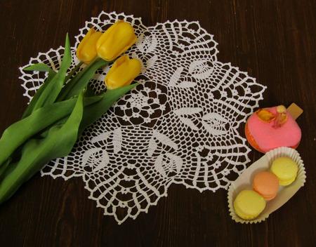 """Салфетка """"Белые тюльпаны"""" вязаная крючком ручной работы на заказ"""
