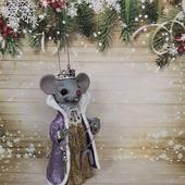 "Ватная ёлочная игрушка ""Королева мышей"""