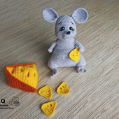 """Вязаная игрушка """"Мыша с сыром"""""""