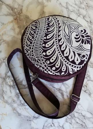 Круглая сумочка-таблетка ручной работы на заказ