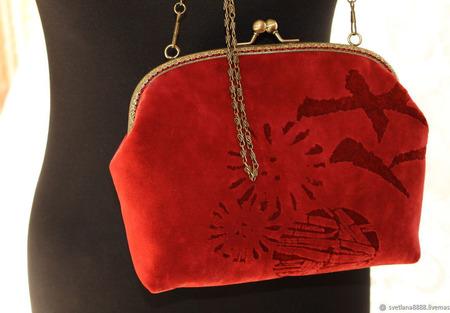 Сумочка с фермуаром красная ручной работы на заказ