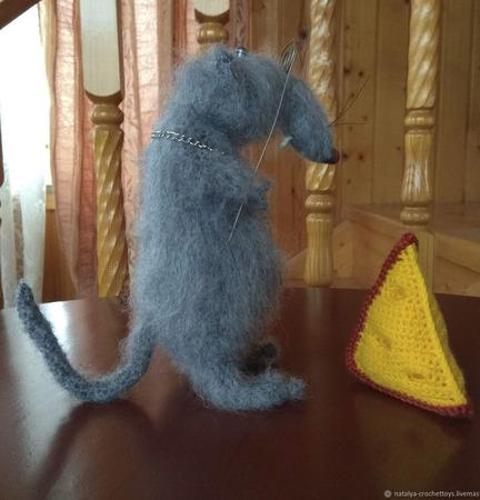 Крыс Иннокентий мягкая игрушка крючком ручной работы на заказ