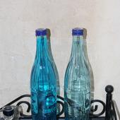 Бутылки 2 оттенка голубого с крышками