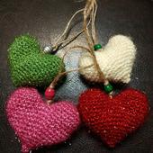Вязаные блестящие сердечки