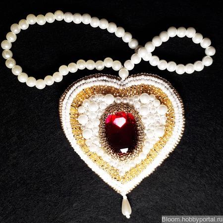 """Кулон из бисера """"Сердце"""" ручной работы на заказ"""