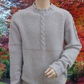 Мужской однотонный свитер крупной вязки со жгутами
