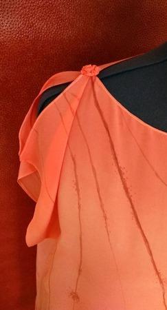 Туника-платье шёлковая цвет персиковый свободная роспись ручной работы на заказ