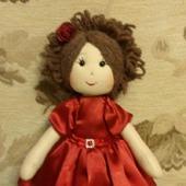 Куколка в атласном платье